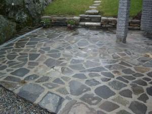 Støpt steinplatting